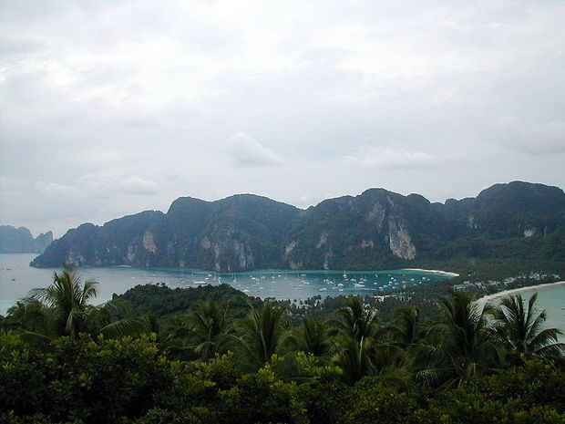 800px-Ko_Phi_Phi_Island.jpg