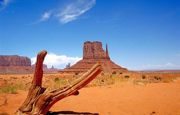 800px-Monument_Valley_2.jpg