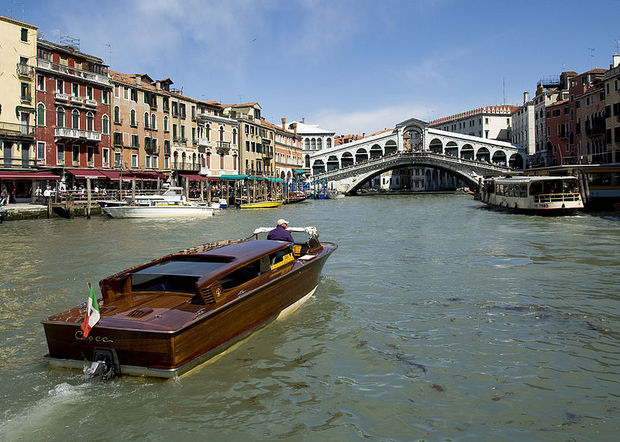 800px-Rialto_Bridge_Grand_Canal.jpg
