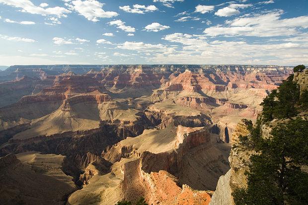 800px-USA_09847_Grand_Canyon_Luca_Galuzzi_2007.jpg